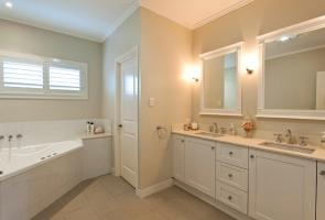 Shaker Style Ensuite Cabinets